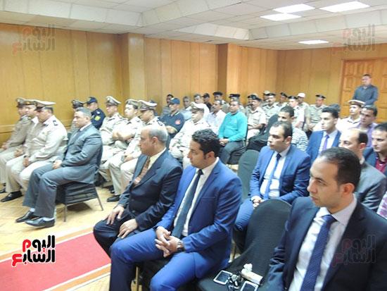 الحضور من قيادات مديرية الأمن