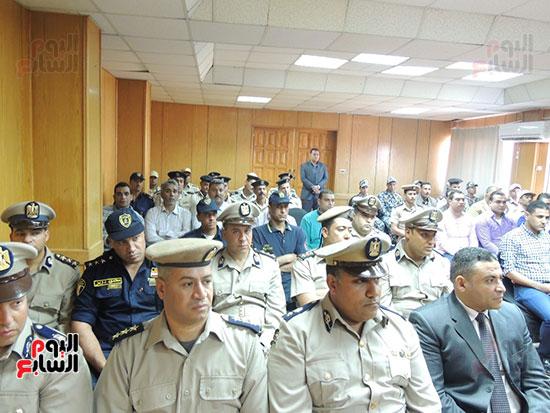 الحضور من رجال الأمن