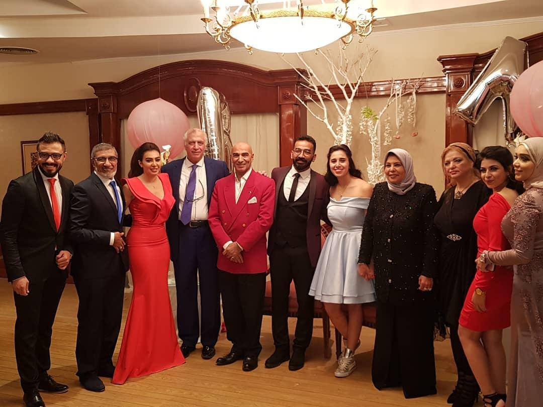 صورة عائليه من حفل الخطوبة