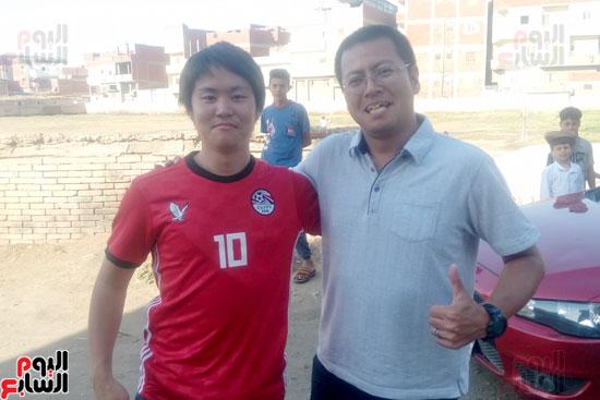 شاب ياباني يسافر من طوكيو لمسقط رأس محمد صلاح (8)
