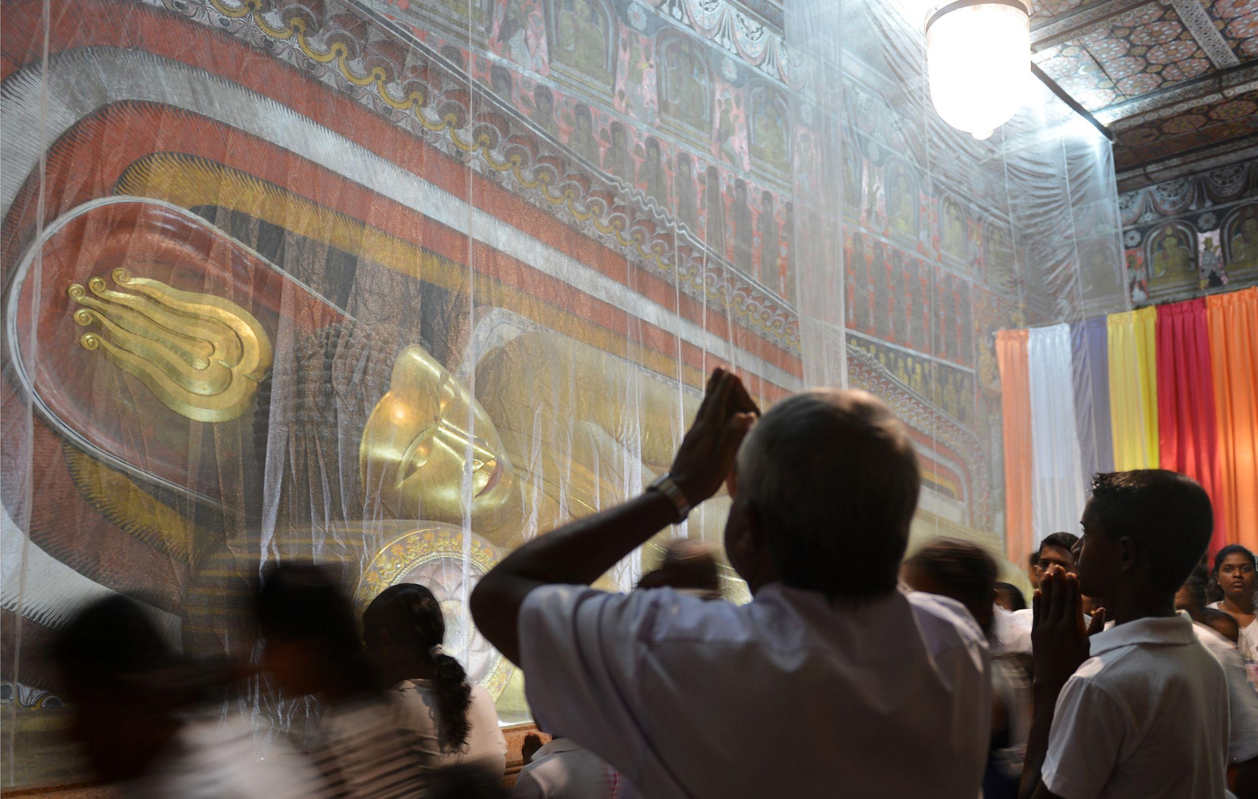 احتفالات ذكرى ميلاد بوذا فى سريلانكا