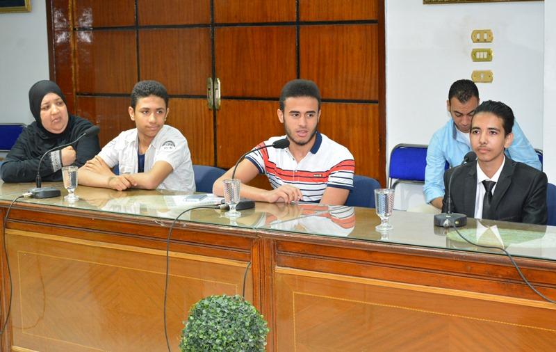 المحافظ يستقبل الطلاب الموهوبين (6)