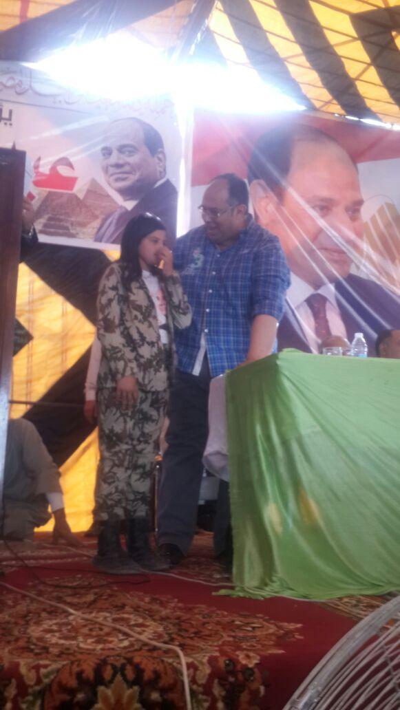 الطفلة أريج فى احدى المؤتمرات الانتخابية لتأييد الرئيس السيسى (3)