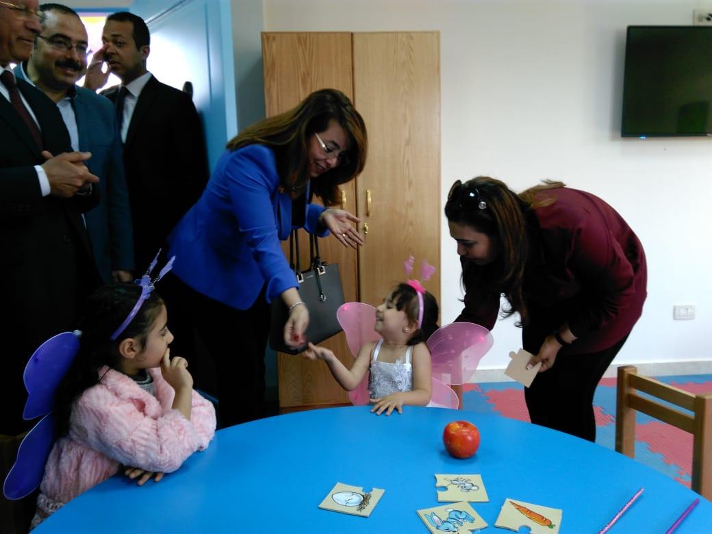 وزيرة التضامن تفتتح حضانة دامجة ومركز المطرية لرعاية أطفال التوحد (7)