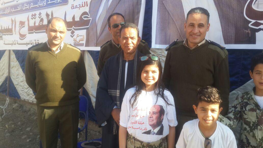 الطفلة أريج فى احدى المؤتمرات الانتخابية لتأييد الرئيس السيسى (8)