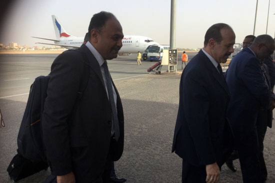 صور وصول الوفد المصرى المشارك فى مفاوضات سد النهضة إلى الخرطوم (6)