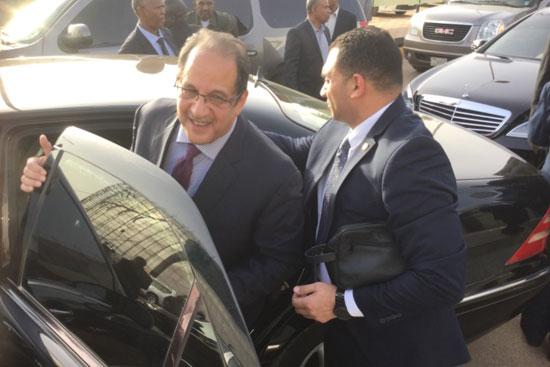 صور وصول الوفد المصرى المشارك فى مفاوضات سد النهضة إلى الخرطوم (9)