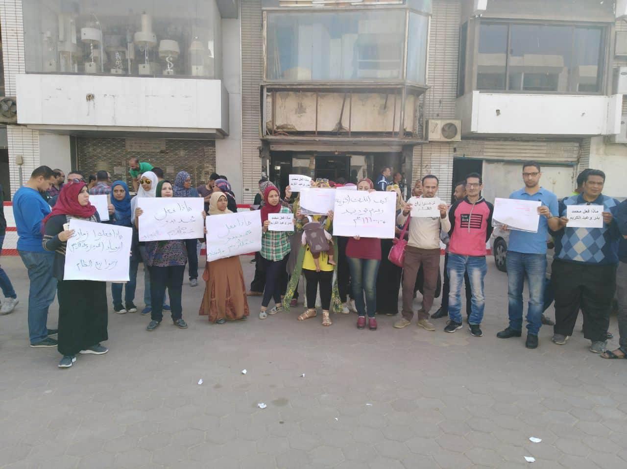 وقفة احتجاجية لعمال وموظفى الزمالك تضامنا مع الثنائى المحبوس (1)