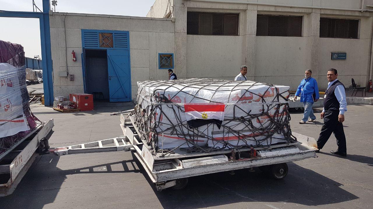جانب من شحنة المساعدات الإنسانية المصرية لليمن