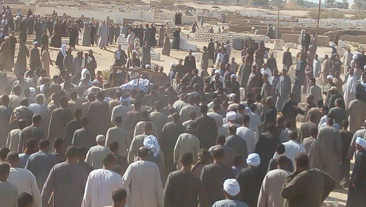 جنازات مهيبة بقري اسنا لضحايا الحادث