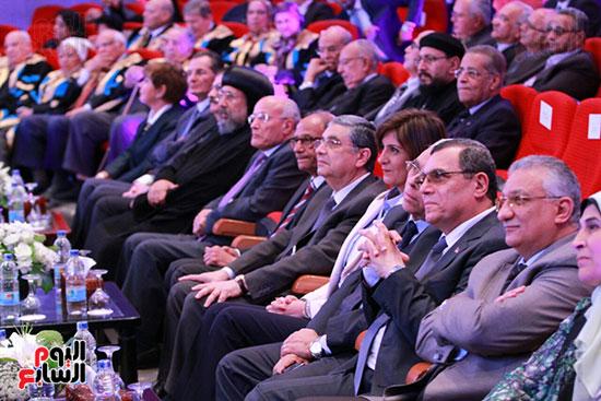 حفل ختام المؤتمر العلمى الدولى السابع لجامعة عين شمس (12)