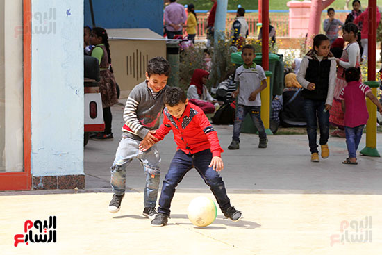 صور حتفالات كبرى لـ10 آلاف طفل يتيم بمدينة الألعاب دريم بارك (18)