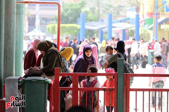 صور حتفالات كبرى لـ10 آلاف طفل يتيم بمدينة الألعاب دريم بارك (12)