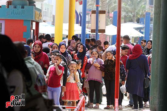 صور حتفالات كبرى لـ10 آلاف طفل يتيم بمدينة الألعاب دريم بارك (13)