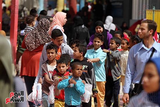 صور حتفالات كبرى لـ10 آلاف طفل يتيم بمدينة الألعاب دريم بارك (1)
