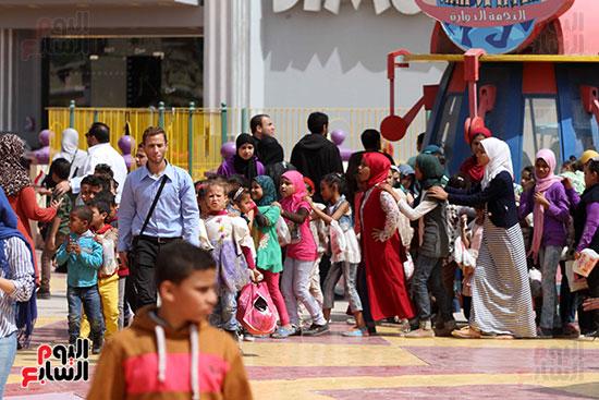 صور حتفالات كبرى لـ10 آلاف طفل يتيم بمدينة الألعاب دريم بارك (36)
