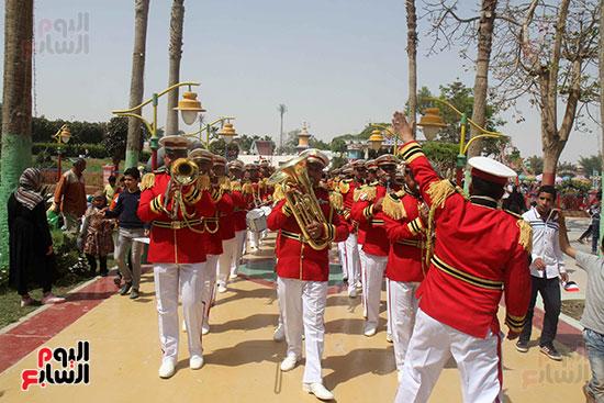 صور حتفالات كبرى لـ10 آلاف طفل يتيم بمدينة الألعاب دريم بارك (10)