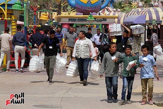 صور حتفالات كبرى لـ10 آلاف طفل يتيم بمدينة الألعاب دريم بارك (24)