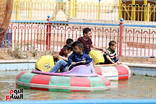 صور حتفالات كبرى لـ10 آلاف طفل يتيم بمدينة الألعاب دريم بارك (29)