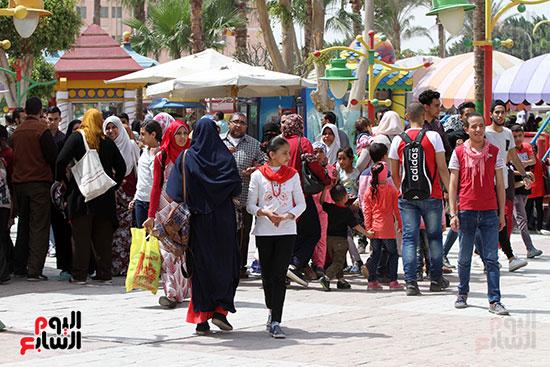 صور حتفالات كبرى لـ10 آلاف طفل يتيم بمدينة الألعاب دريم بارك (20)
