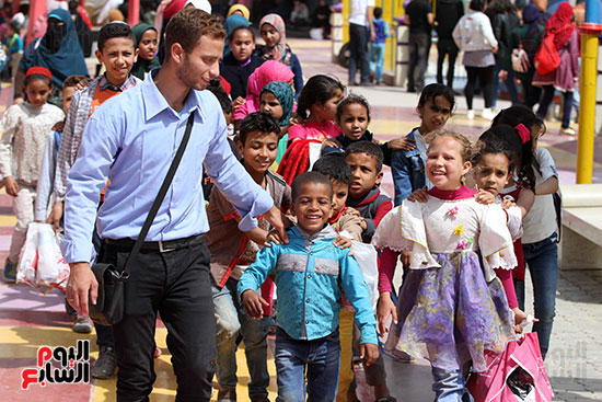 صور حتفالات كبرى لـ10 آلاف طفل يتيم بمدينة الألعاب دريم بارك (2)