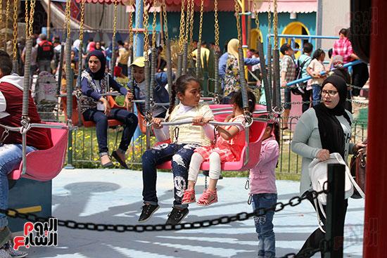 صور حتفالات كبرى لـ10 آلاف طفل يتيم بمدينة الألعاب دريم بارك (25)