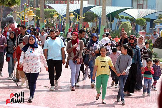 صور حتفالات كبرى لـ10 آلاف طفل يتيم بمدينة الألعاب دريم بارك (33)