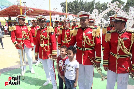 صور حتفالات كبرى لـ10 آلاف طفل يتيم بمدينة الألعاب دريم بارك (8)