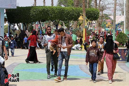 صور حتفالات كبرى لـ10 آلاف طفل يتيم بمدينة الألعاب دريم بارك (14)