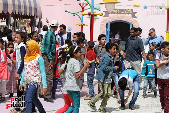 صور حتفالات كبرى لـ10 آلاف طفل يتيم بمدينة الألعاب دريم بارك (31)