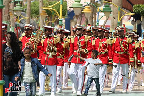 صور حتفالات كبرى لـ10 آلاف طفل يتيم بمدينة الألعاب دريم بارك (34)