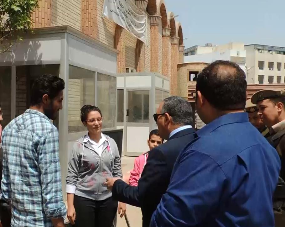 اللواء عمر عبد العال مدير أمن سوهاج يتفقد الخدمات الأمنية