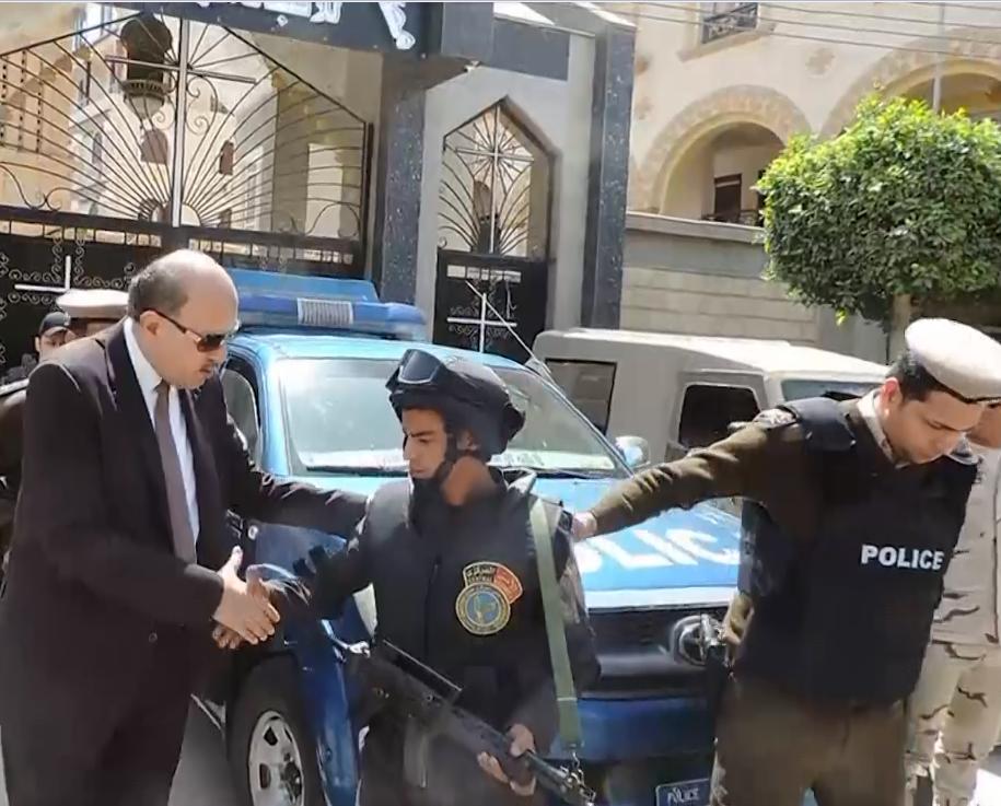 مدير أمن الشرقية يتفقد الانتشار الشرطي بمحيط الكنائس