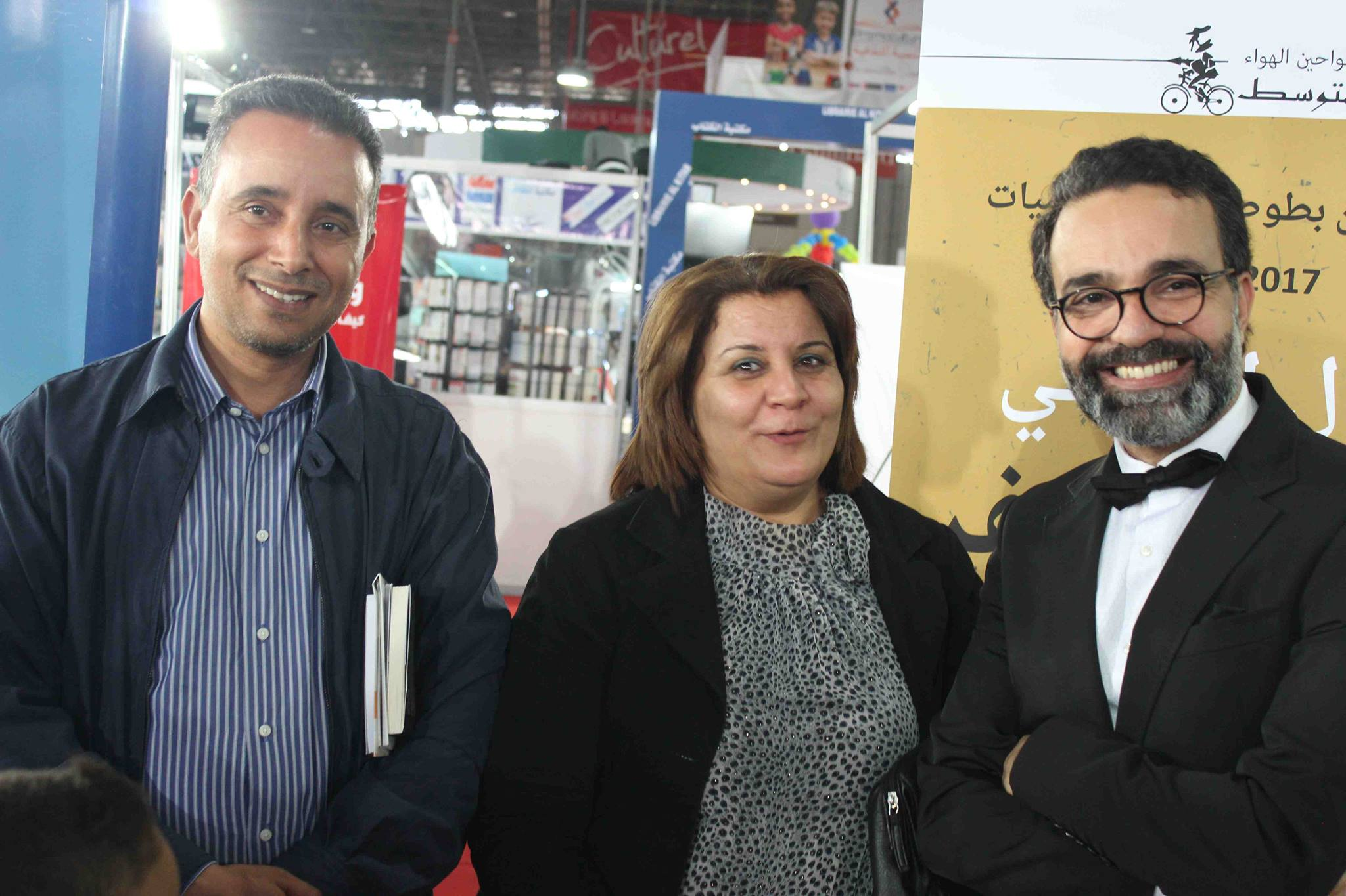 كمال الرياحى يوقع كتابه واحد صفر للقتيل الفائز بجائزة ابن بطوطة فى معرض تونس (36)