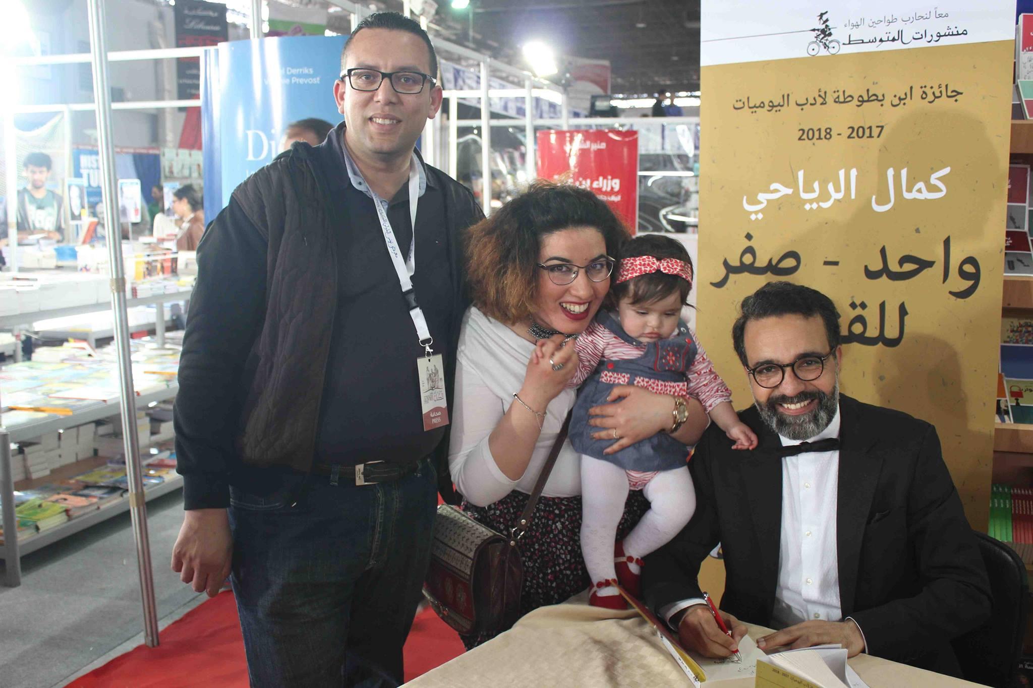 كمال الرياحى يوقع كتابه واحد صفر للقتيل الفائز بجائزة ابن بطوطة فى معرض تونس (19)