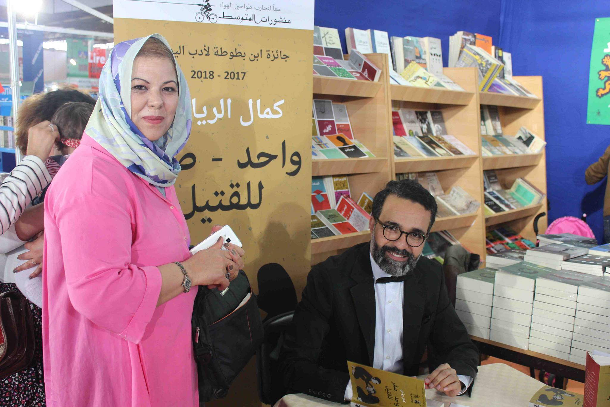 كمال الرياحى يوقع كتابه واحد صفر للقتيل الفائز بجائزة ابن بطوطة فى معرض تونس (22)