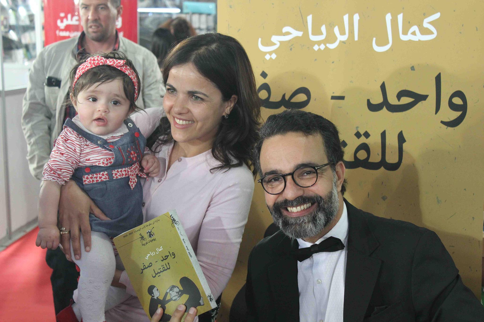 كمال الرياحى يوقع كتابه واحد صفر للقتيل الفائز بجائزة ابن بطوطة فى معرض تونس (7)
