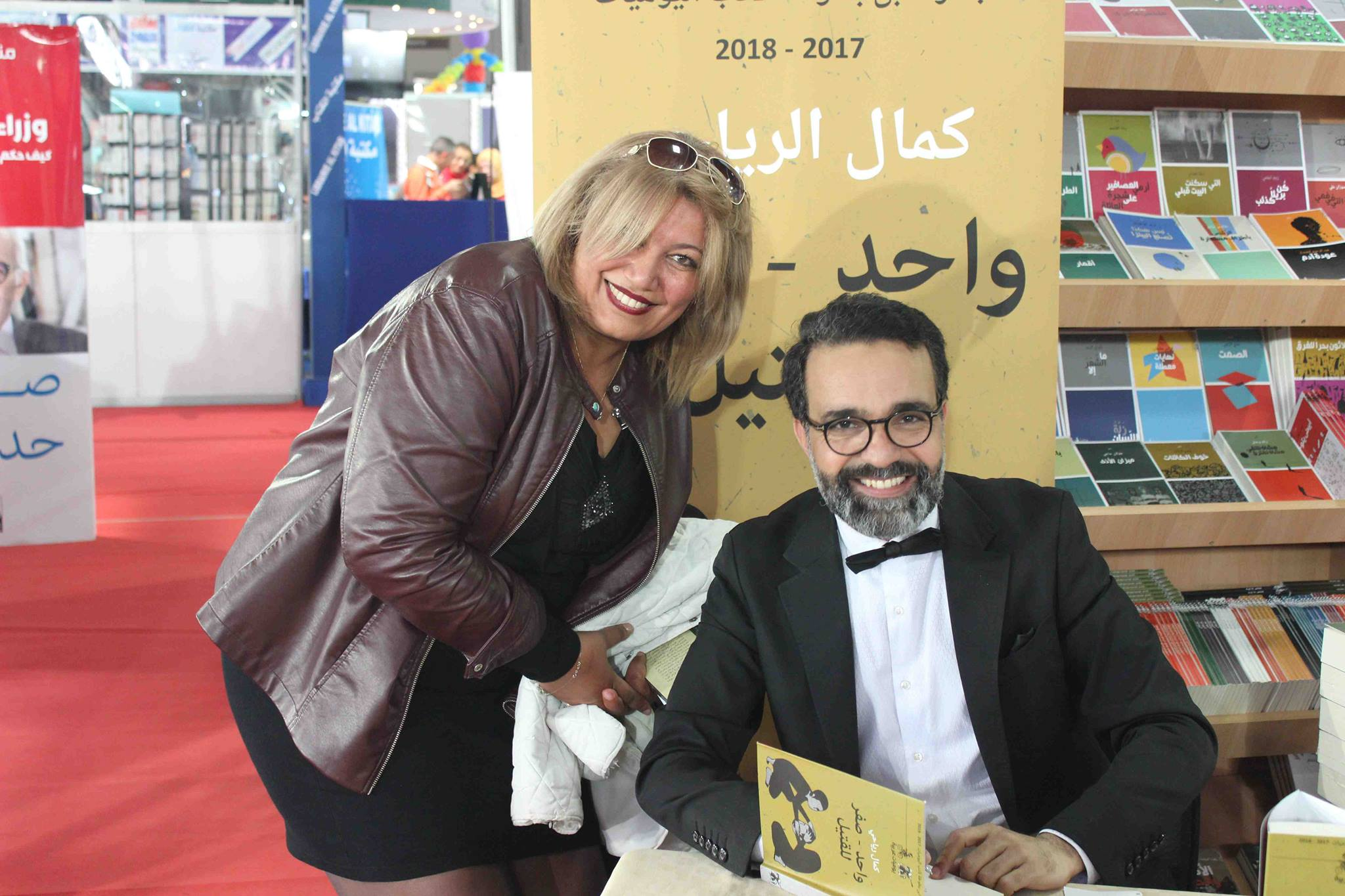 كمال الرياحى يوقع كتابه واحد صفر للقتيل الفائز بجائزة ابن بطوطة فى معرض تونس (3)