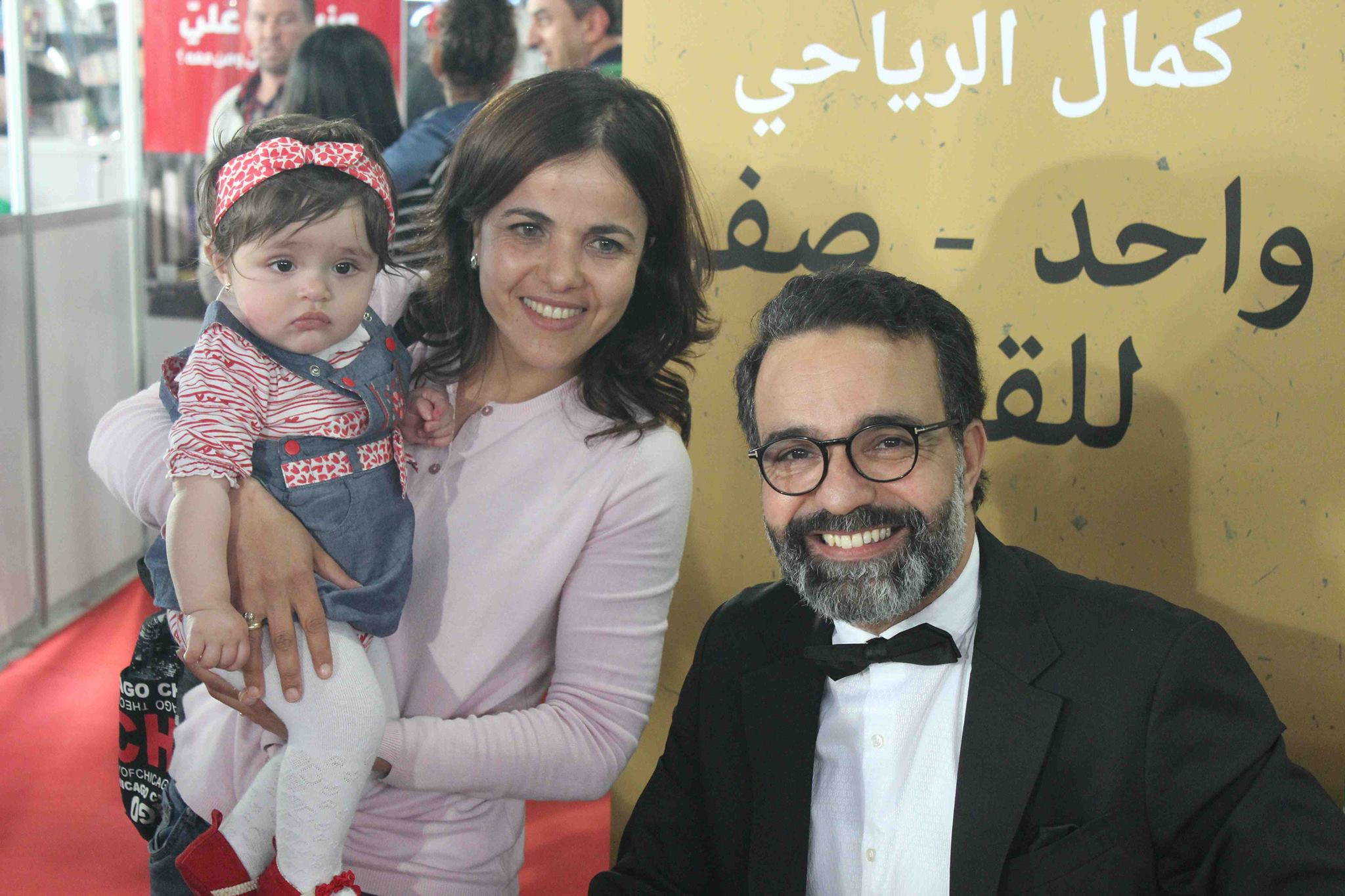 كمال الرياحى يوقع كتابه واحد صفر للقتيل الفائز بجائزة ابن بطوطة فى معرض تونس (24)