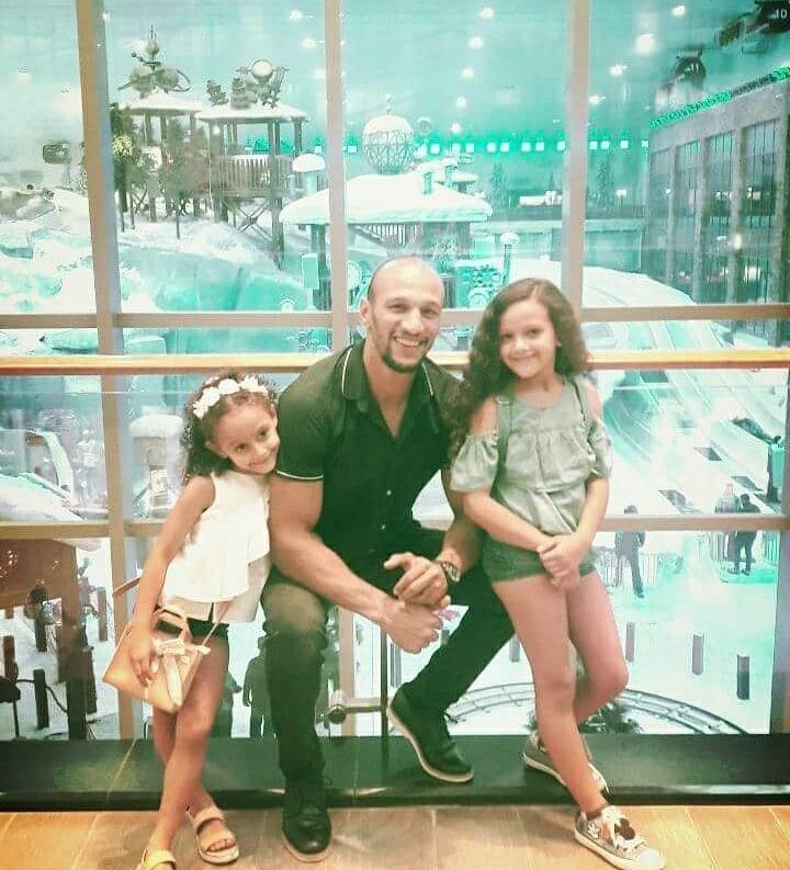 البنات وكرم جابر فى مول مصر