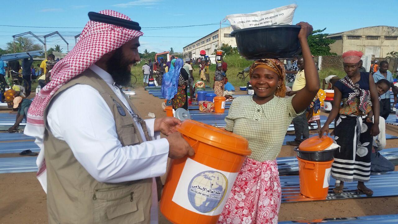 2500 سلة غذائية وإغاثية لضحايا الفيضانات بموزمبيق (1)