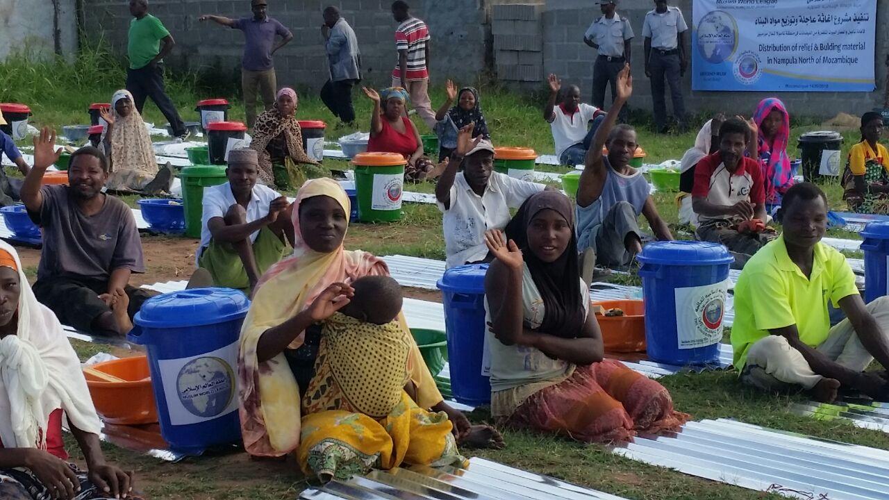 2500 سلة غذائية وإغاثية لضحايا الفيضانات بموزمبيق (3)