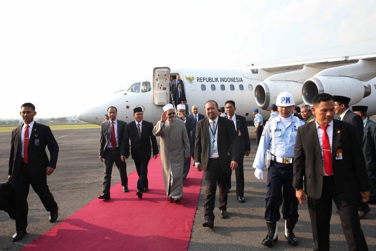 الإمام الأكبر يصل مدينة سولو المحطة الثانية في زيارته لإندونيسيا (5)