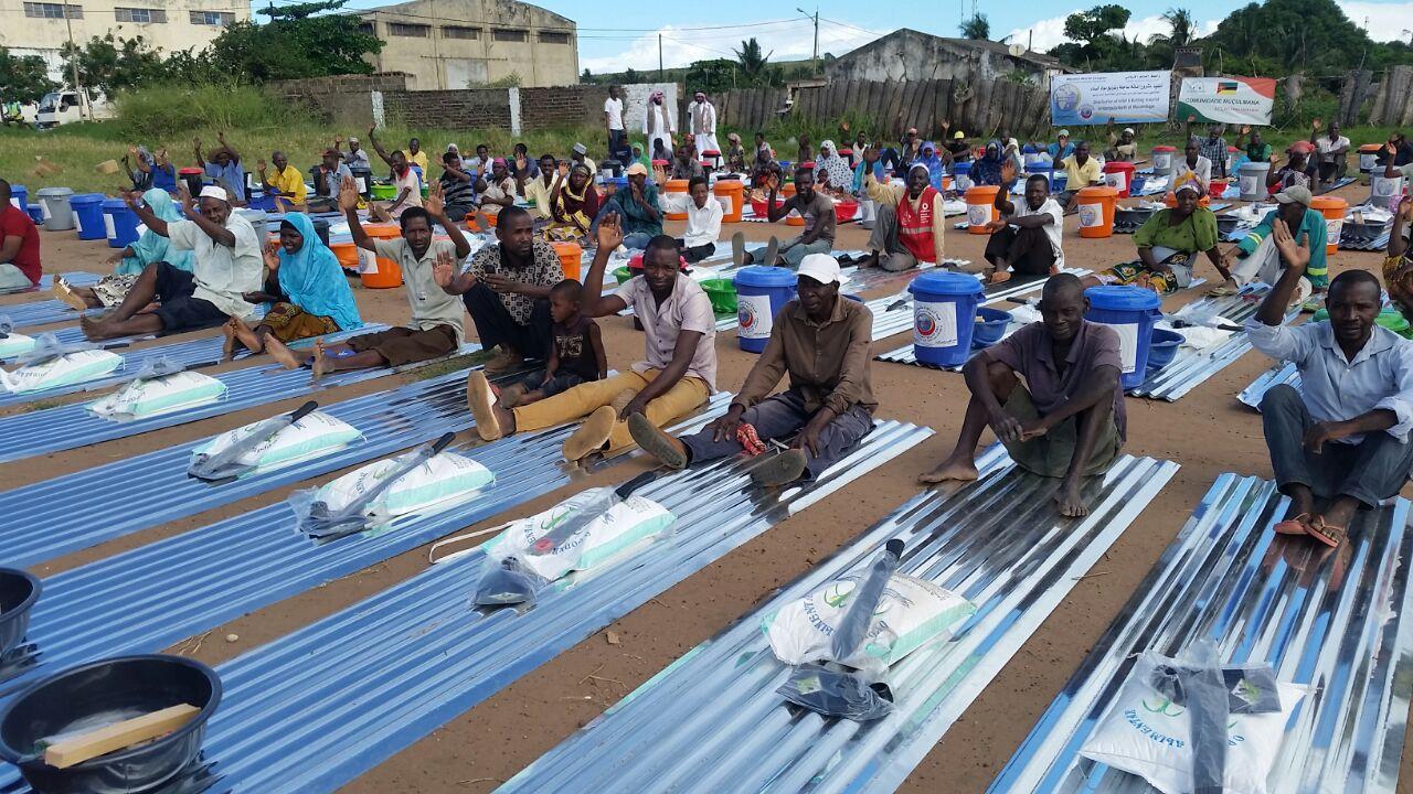 2500 سلة غذائية وإغاثية لضحايا الفيضانات بموزمبيق (5)