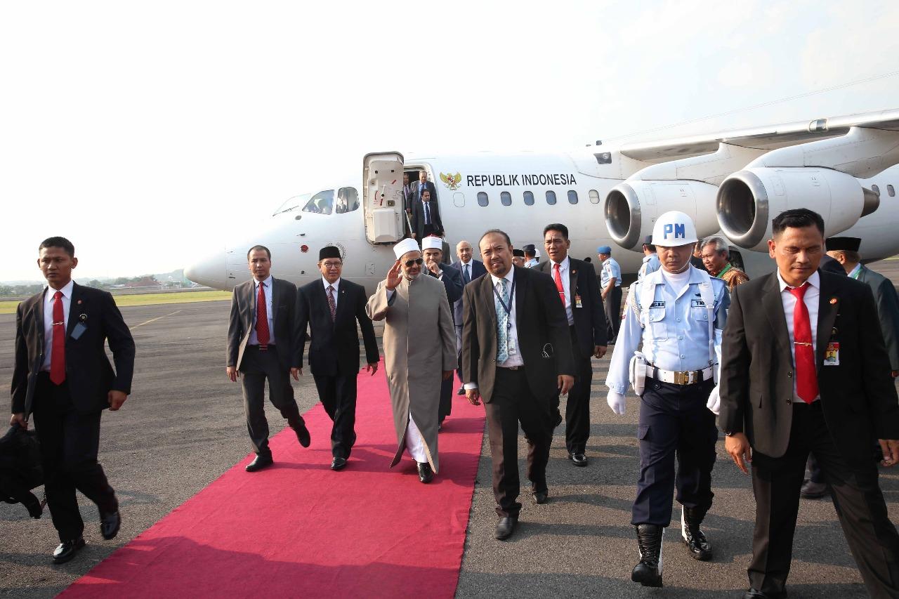 الإمام الأكبر يصل مدينة سولو المحطة الثانية في زيارته لإندونيسيا (6)