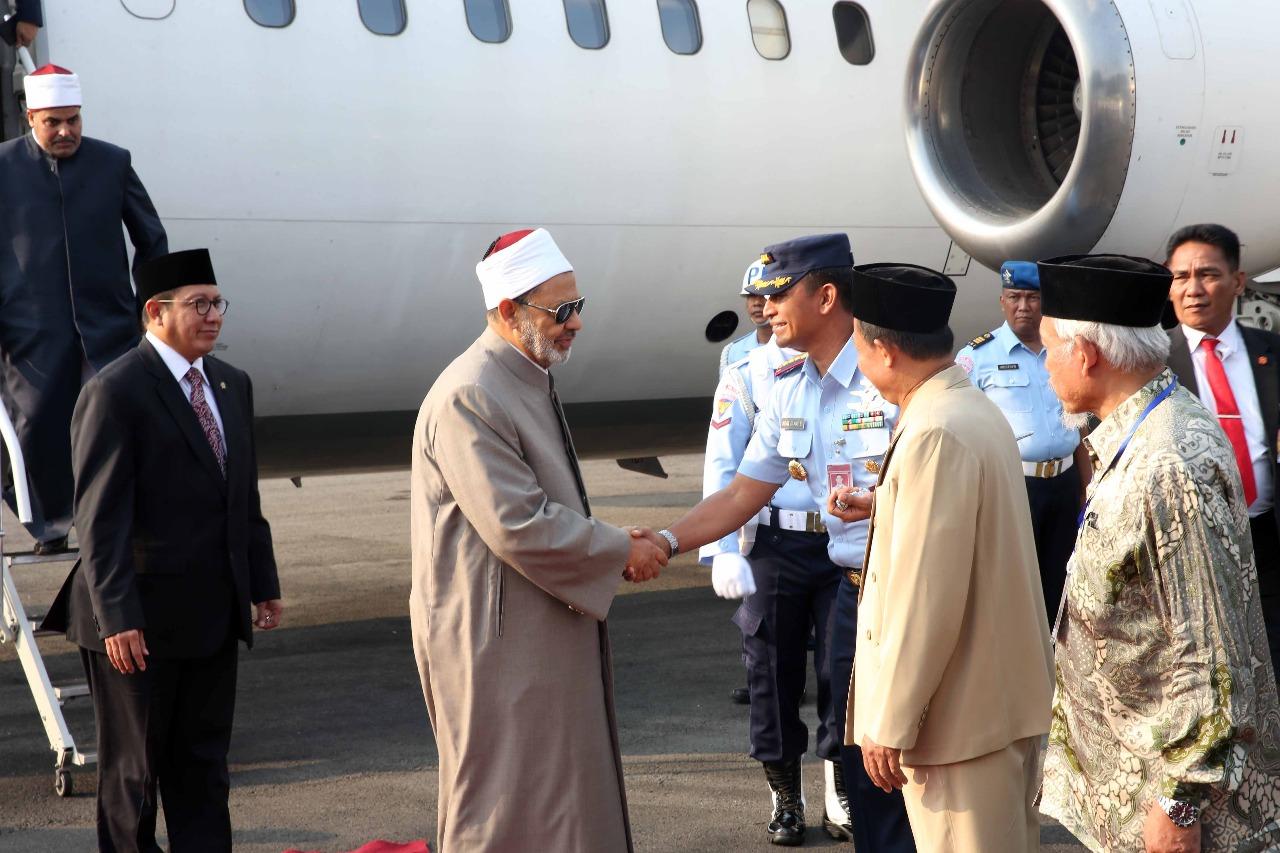 الإمام الأكبر يصل مدينة سولو المحطة الثانية في زيارته لإندونيسيا (1)