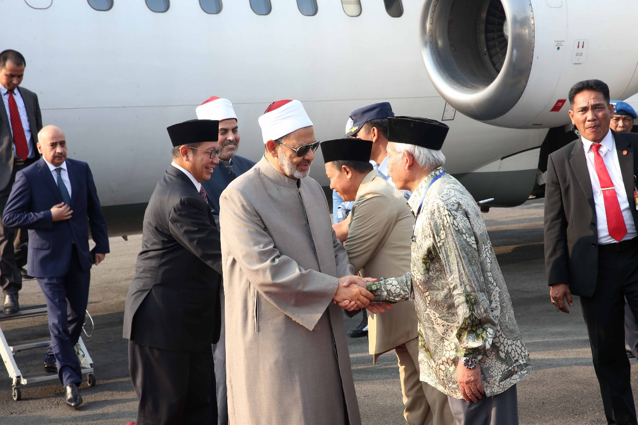 الإمام الأكبر يصل مدينة سولو المحطة الثانية في زيارته لإندونيسيا (3)