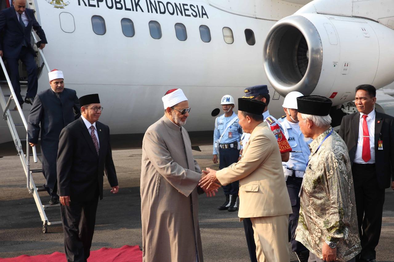 الإمام الأكبر يصل مدينة سولو المحطة الثانية في زيارته لإندونيسيا (2)