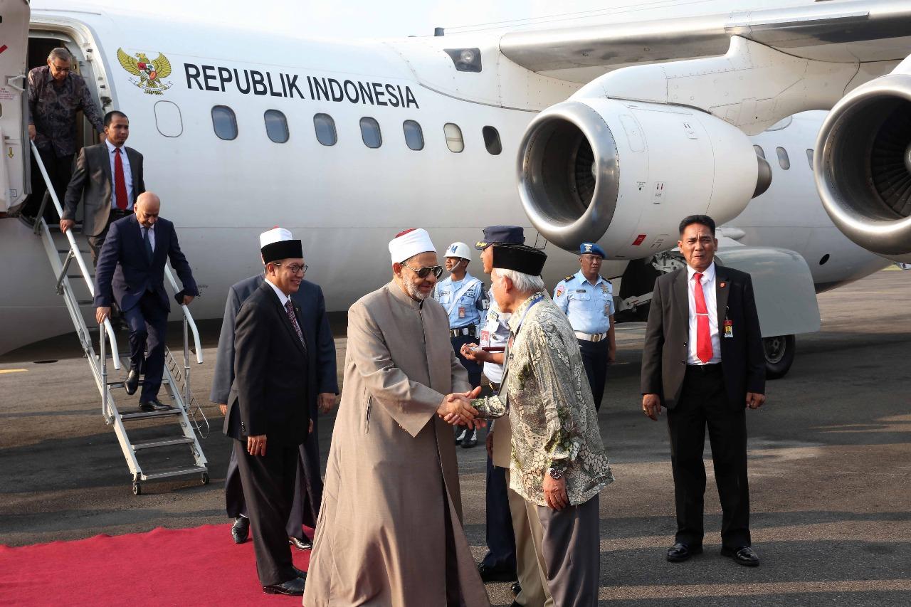 الإمام الأكبر يصل مدينة سولو المحطة الثانية في زيارته لإندونيسيا (4)
