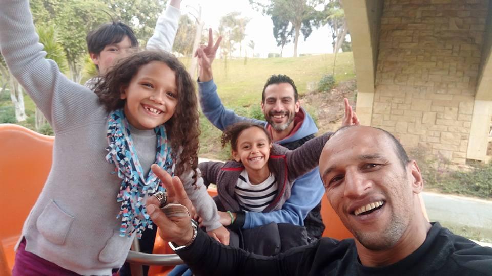 جابر وبناته فى حديقة الاسرة بالقاهرة الجديدة